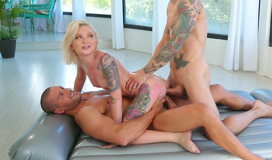 After the massage, tattooed blonde cums from double penetration