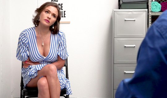 The nurse in the office gets fucked and cum from vaginal fucking