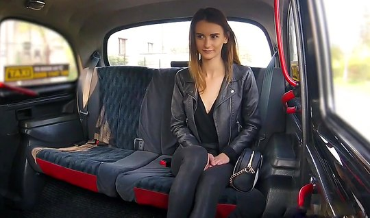 Young Adele Unicon, paid the driver for bringing up sex in the car