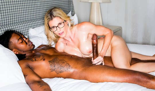 The nurse goes down during the infidelity with a pussy on the shaved dick of a black man in bed