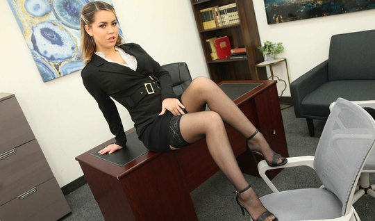 Office boss in stockings polishes bearded subordinate's boner