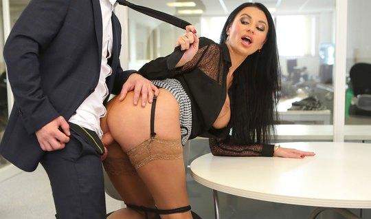 Secretary Ani Kinski in the erotic stockings sucks cock of boss at lunch break...