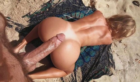 Beautiful oceanfront babe gets doggystyled big cock in big ass