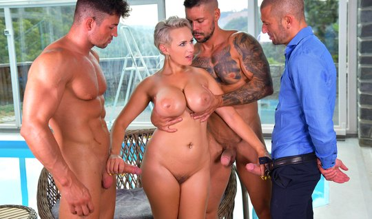 Group sex with a stunned MILF and passionate DP frees the balls of jocks from sperm