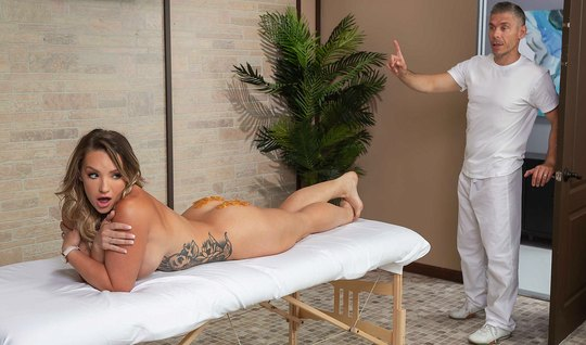 The massage therapist did a nice Busty client and fucked her doggy style anal