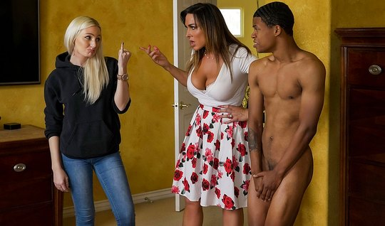 Mature mom seduced a Negro student on sex in the bedroom