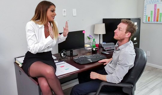 Secretary in stockings right in the office sex with boss